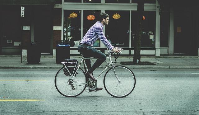 Skuter a miejski rower elektryczny – podstawowe różnice