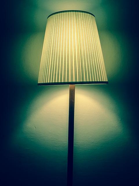 Oświetlenie nowoczesnymi lampami podlogowymi