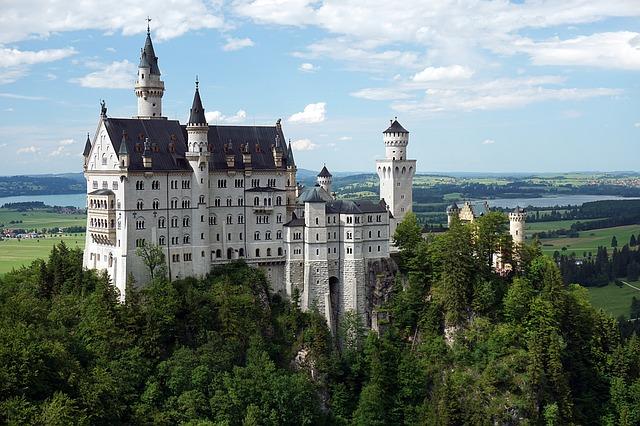 Sprzedałam wyremontowany dworek, bo zamek na sprzedaż był zły
