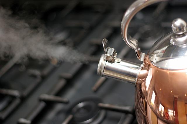Co jest niezbędne podczas budowy domu – czajniki ze stali nierdzewnej