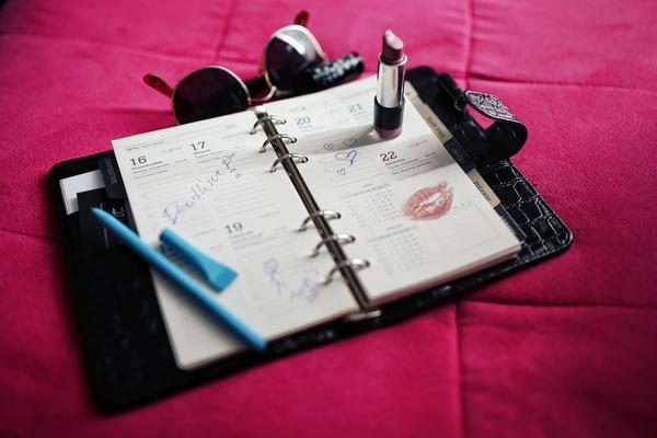 Projektuję kalendarz książkowy dla swojej dziewczyny