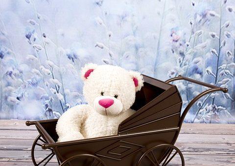 Prezent dla córek – drewniany wózek